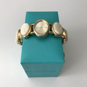 Accessories - Pearl & gold bracelet style watch
